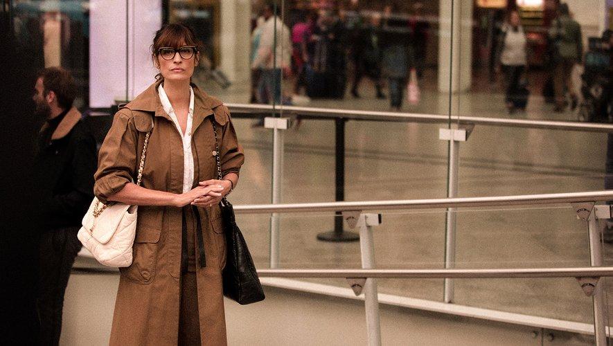 Caroline de Maigret porte les créations de la collection Croisière 2019-2020 de Chanel.