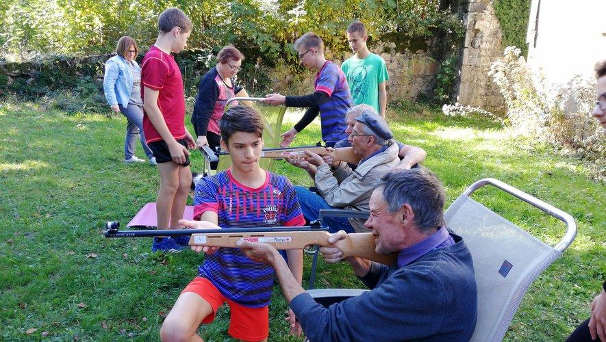 Les élèves ont prodigué des conseils et donné de leur temps aux résidents.