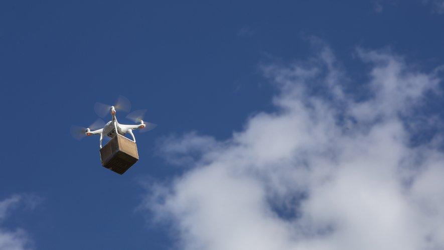 Le drone est lancé à partir d'un camion spécialement aménagé. Une fois arrivé à  destination, il dépose son colis dans un terminal de réception sécurisé, puis revient à son lieu de départ, permettant au livreur de poursuivre sa tournée.