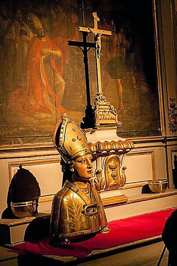 Chapelle axiale et buste reliquaire (XIXe siècle)  de saint Amans.