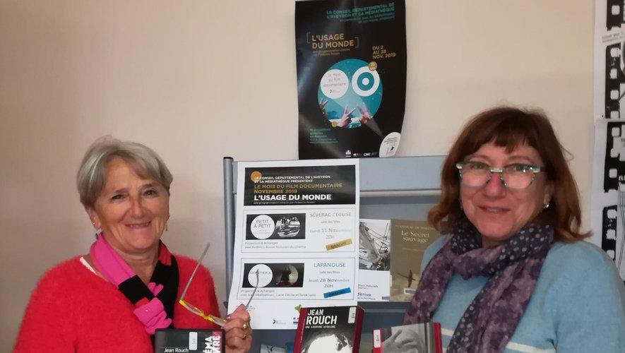 Deux des huit bénévoles de la bibliothèque de Laissac vous présentent des documents sur Jean Rouch qui sont actuellement proposés au prêt.