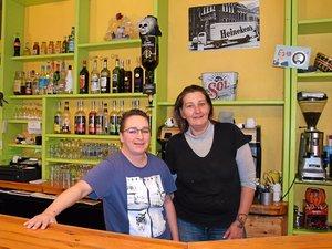 Mylène Moysset Lascols et Amandine Coulon affichent un large sourire car elles sont heureuses de voler (enfin) de leurs propres ailes aux commandes de La Bohème, leur bar, restaurant et grill, situé à Agen-d'Aveyron.