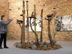 Christiane Phalip présente le travail des artistes..