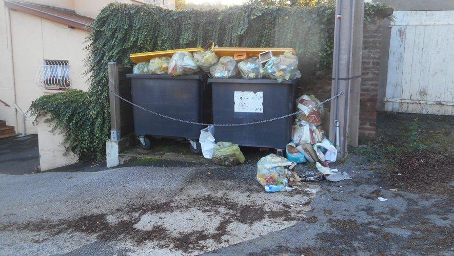 Les poubelles jaunes débordent route de Nantuech