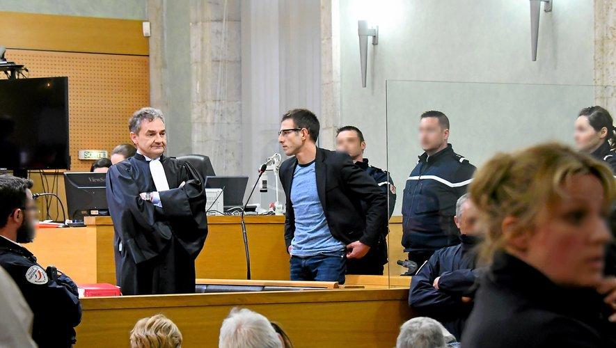 Jérémy Munoz, aux côtés de son avocat Me Elian Gaudy, peu après l'annonce du verdict, en avril 2018. Il est jugé aujourd'hui devant la cour d'appel de Montpellier.