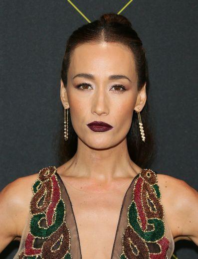 Bouche prune et trait eyeliner marqué forment le duo gagnant de l'actrice Maggie Q.