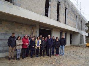 Les élus et le corps médical en visite du chantier.