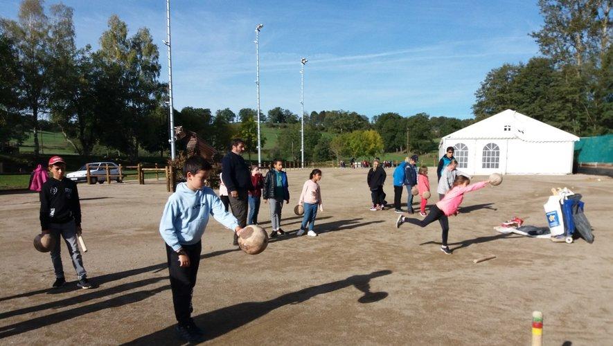 Des activités sportives adaptées à chacun ont permis à tous les enfants de l'école primaire de participer à leur journée de sport scolaire.