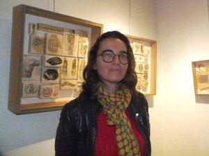 Magali Vermeersch redonne vie à nos vieux papiers en les métamorphosant en vêtements, minéraux, végétaux  et autres insectes. Une création à l'infini…