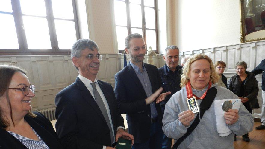 Lætitia Fenelle a reçu la médaille de la ville.