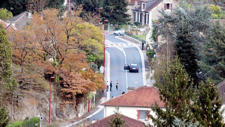 Lors de la reconstitution à Aubin. Mercredi à Montpellier, Jérémy Munoz a juré qu'il a tenté, au volant de sa voiture lancée à 105 km/h, en se déportant sur la gauche, d'éviter le sous-brigadier Benoît Vautrin.