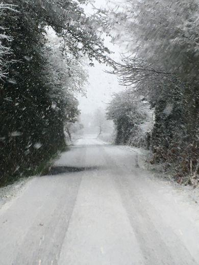 Depuis 6 h 30 ce jeudi matin, le Lévézou et notamment Pont-de-Salars sont sous un beau manteau blanc.