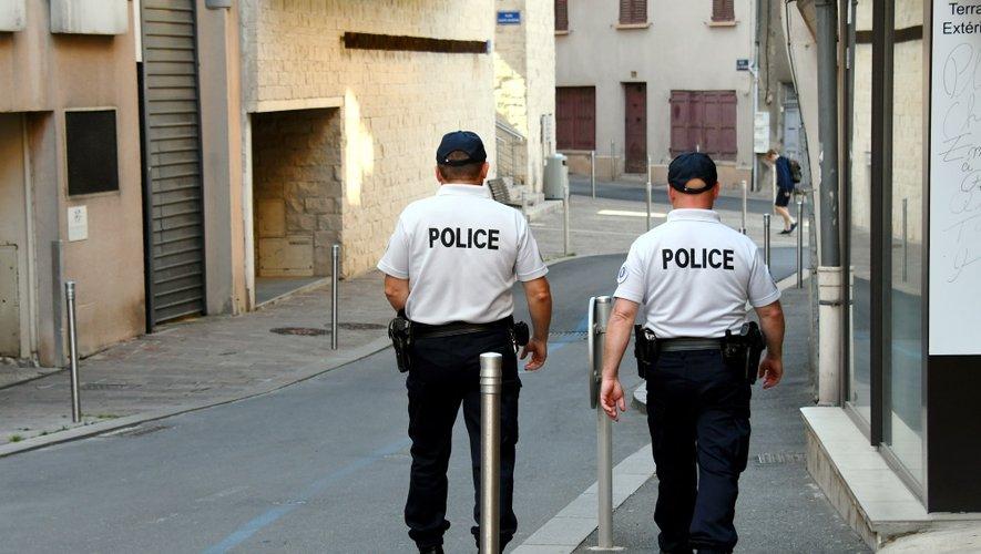 Une patrouille de policiers dans les rues de Rodez.