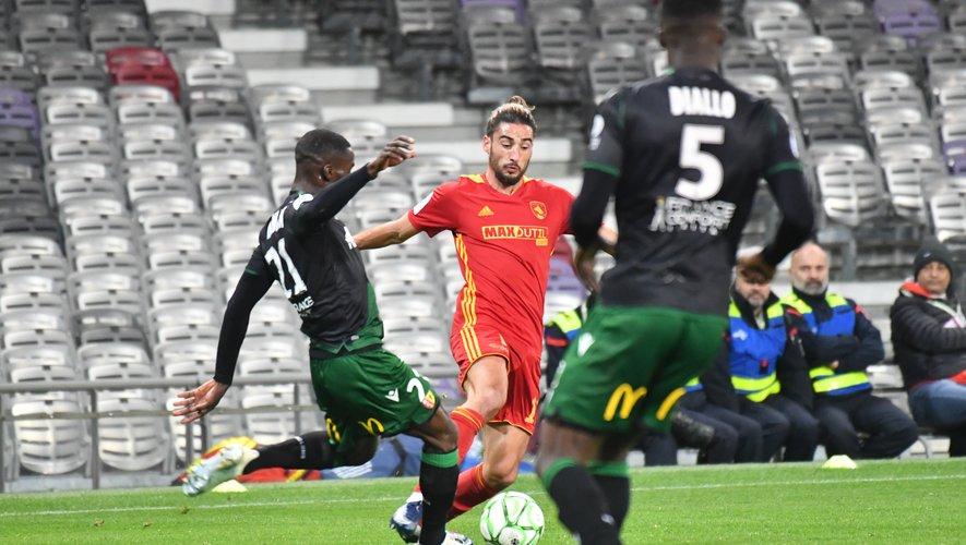 Ugo Bonnet n'a pas été ménagé par les Lensois, lundi au Stadium.