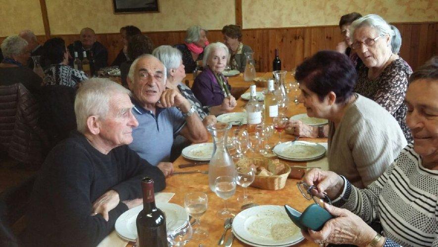 Les aînés ont dégusté un excellent civet à Lassouts.