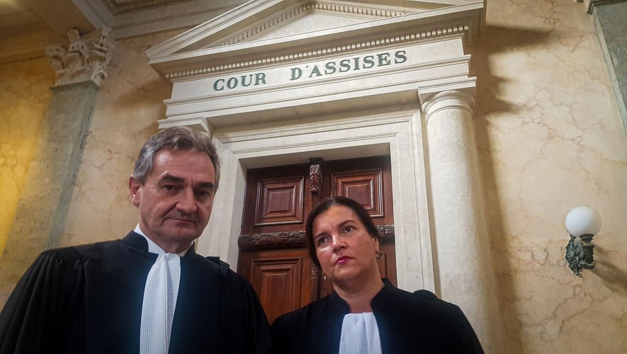 Me Elian Gaudy, du barreau de Rodez, et Me Iris Christol, en défense de Jérémy Munoz.