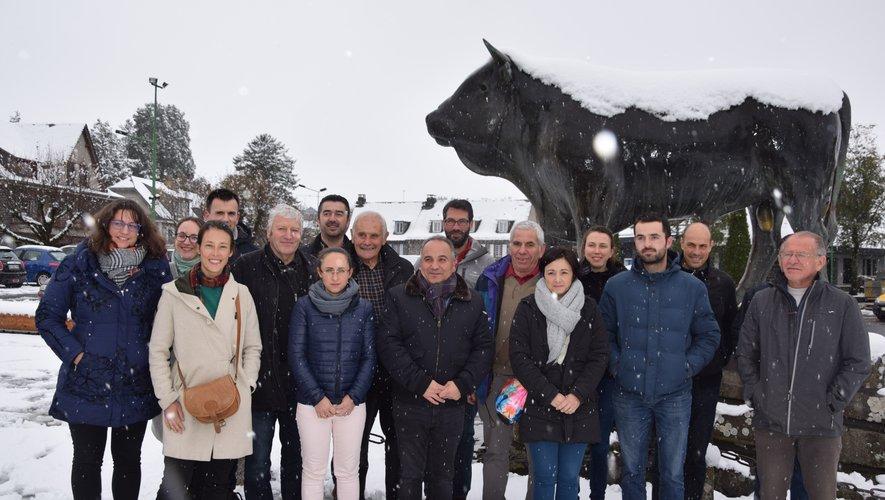 Éleveurs et responsable du site réunis à Laguiole.