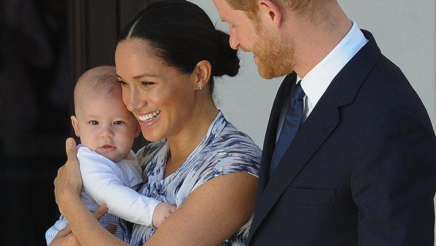 Meghan Markle, la duchesse du Sussex, arborant une robe Club Monaco le 25 septembre, 2019 pendant sa tournée royale d'Afrique du Sud