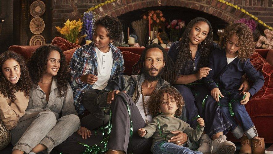 La famille de Ziggy Marley prend la pose pour la campagne de fin d'année de la marque UGG.