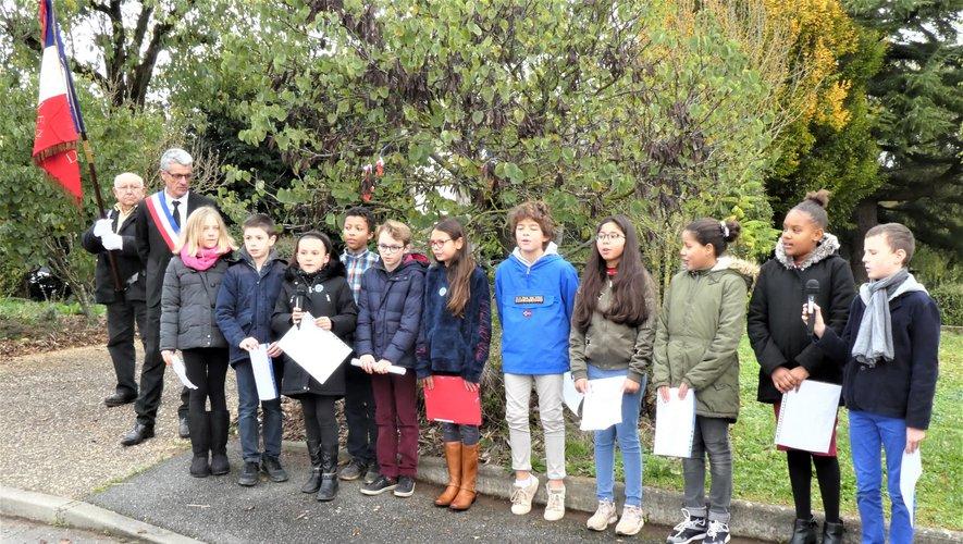 Les enfants ont chanté La Marseillaise.