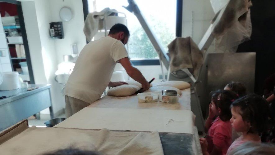 Il leur faudra encore grandir pour pouvoir travailler la pâte…