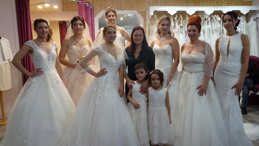 Christel Castela entourée de ses gracieuses mannequins.