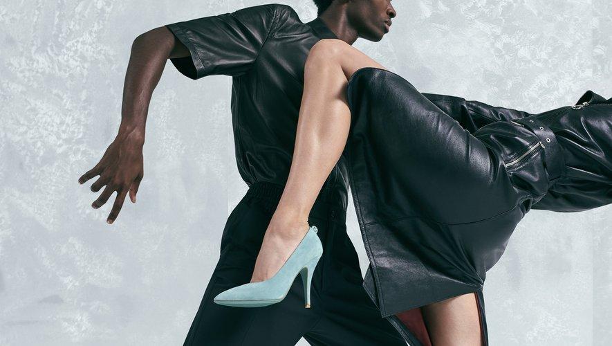 Salvatore Ferragamo présente sa collection de fin d'année à travers une campagne placée sous le signe de la danse.