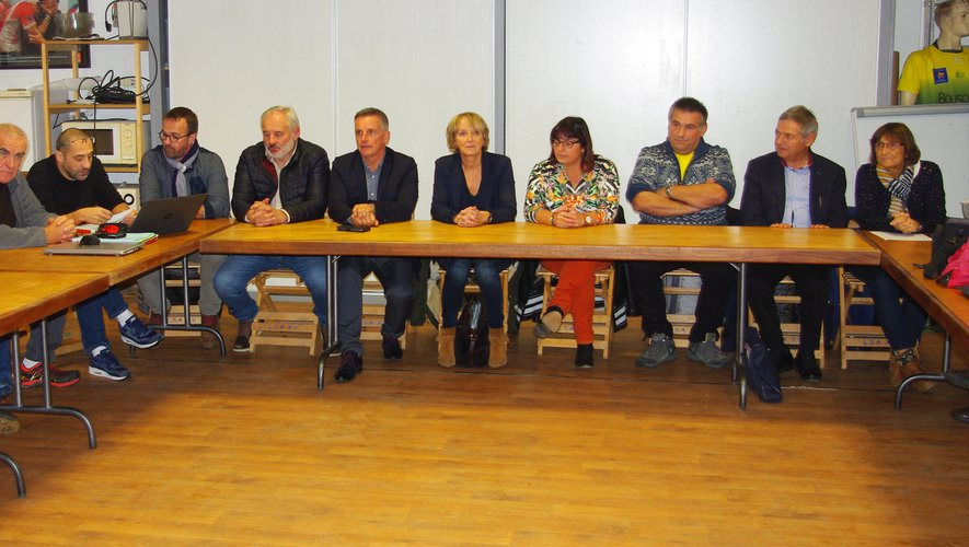 Les participants à cette assemblée générale financière.