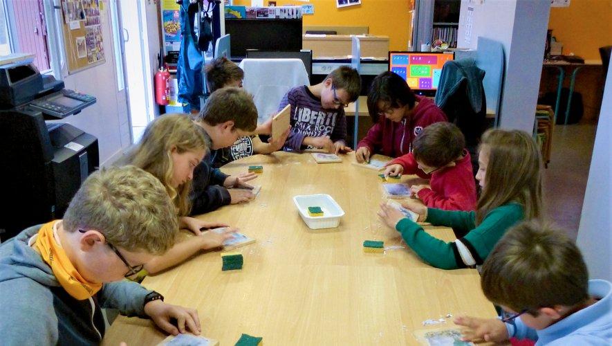 Les enfants découvrent  la culture numérique en se divertissant.