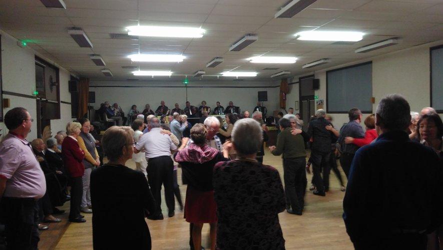Chaque lundi soir, les Viodénaïres animent le bal pour le plus grand plaisir des amateurs de danses.