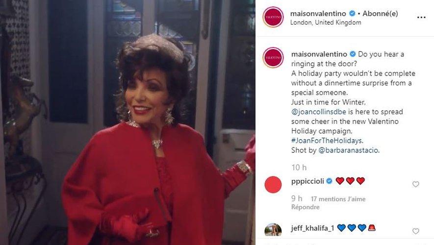 Joan Collins apparaît dans la campagne de fin d'année de la maison Valentino.