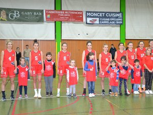 L'équipe 1 féminine a bénéficié du soutien des poussins.