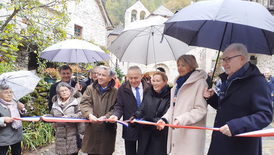 Inauguration pluvieuse mais inauguration heureuse.