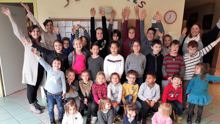 Les élèves participent au projet pédagogique axé sur la découverte des arts et des sports.