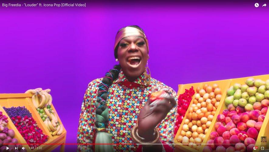 "Big Freedia dans son dernier clip ""Louder""."