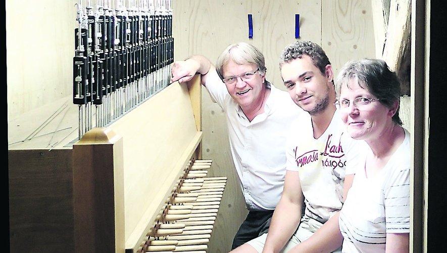 Le 23 août 2 015, Adrien Paret (au centre) au carillon de Villefranche.
