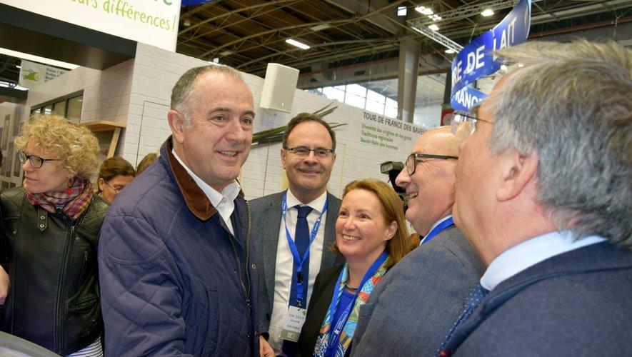 Didier Guillaume, ici en compagnie de plusieurs élus aveyronnais lors du dernier Salon de l'Agriculture.