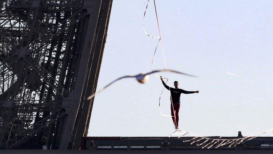 Le funambule Nathan Paulin avait, lors de l'édition 2017 du Téléthon notamment, marché sur un fil tendu entre la tour Eiffel et le Trocadéro.