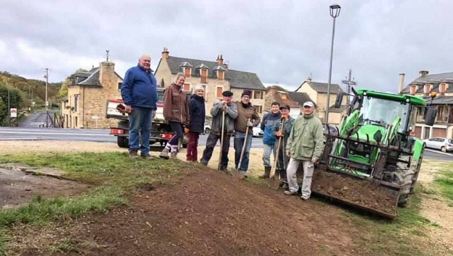 Le chantier du contour de l'ancienne bascule où les bénévoles ont fait place nette !