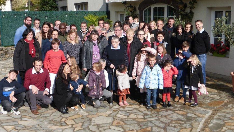 Jeanne entourée de sa famille.