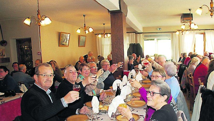 Au restaurant à La Bastide-l'Évêqueles participants se sont retrouvés autour d'une bonne table.