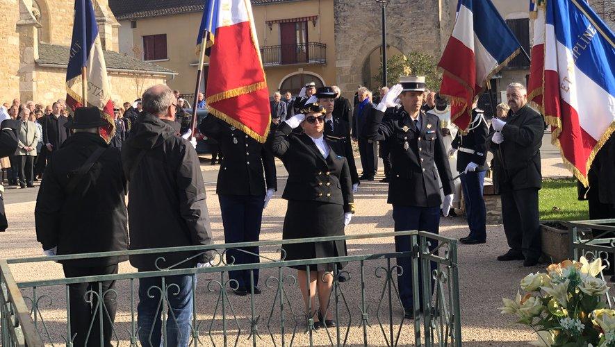 Hommage devant le monument aux morts de Martiel.