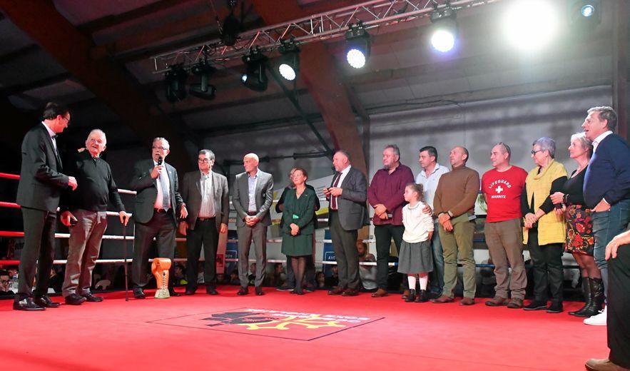 Un bon millier de personnes ont assisté samedi soir dans le gymnase de Sainte-Geneviève, à Argences-en-Aubrac, aux onze combats de la deuxième étape de l'Aveyron boxing tour. Une réussite.