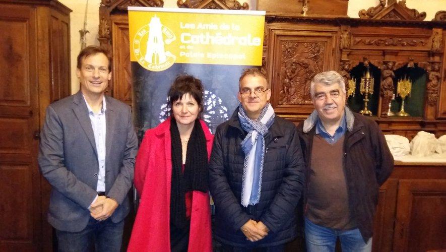 Claire Molinier entourée des deux nouveaux vice-présidents et d'un adhérent.