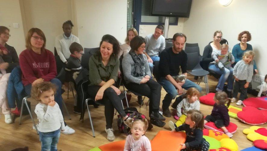 Dix familles sont venues à la médiathèque pour écouter Evatika.