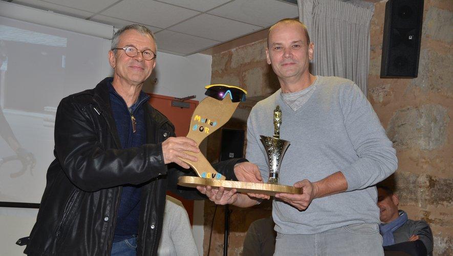 Christian Rouquié a remis le « mollet d'or » 2020 à Laurent  Guernut(à droite).