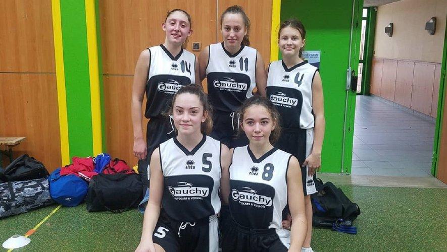 Faustine, Lola, Émy, Celanie et Chloé, équipe U15.