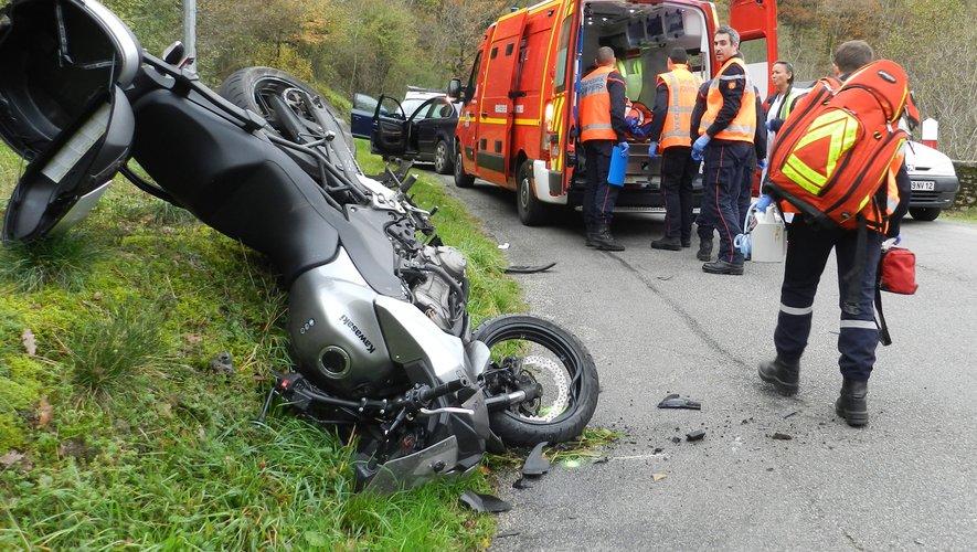 Le motocycliste, un homme âgé de 64 ans, a été blessé à une jambe.