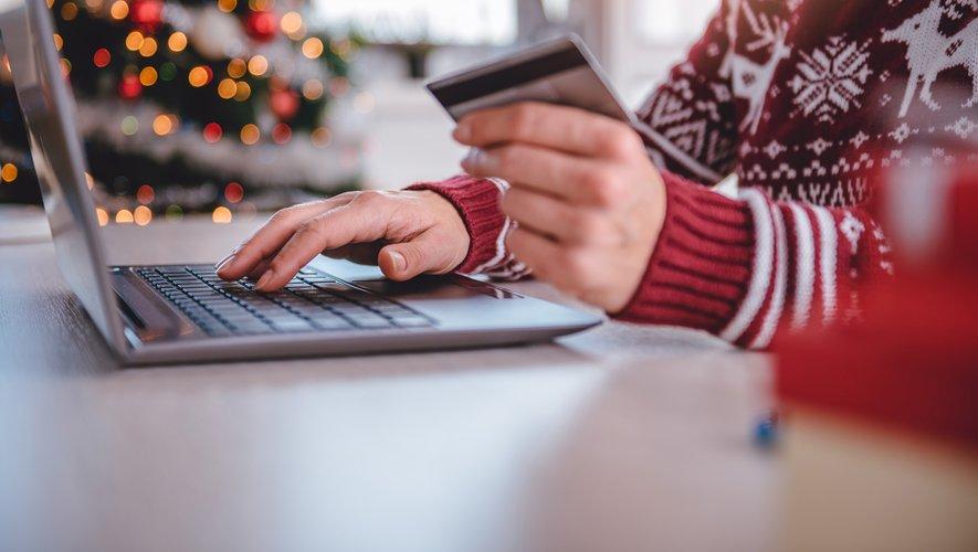 Les cadeaux restent la source de dépenses la plus importante, avec un budget moyen de 355€.