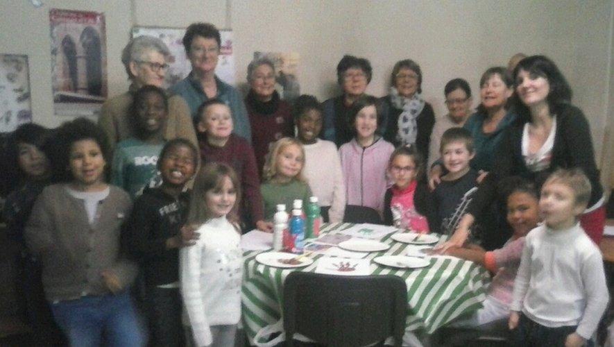 Les organisateurs du marché de Saint Nicolas ont reçu le soutien des enfants de l'accompagnement scolaire.